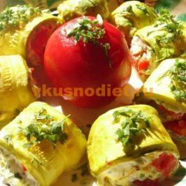 Рулетики из кабачков с сыром и чесноком, помидорами