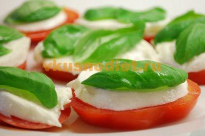 Капрезе – салат с моцареллой и помидорами